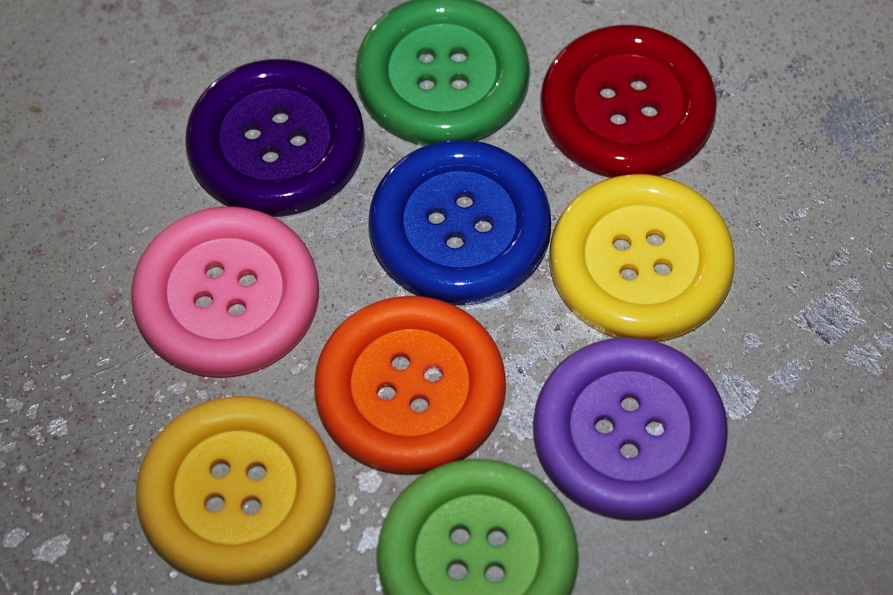 Bulk buttons for crafts - Large Plastic Buttons